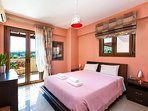 Main bedroom with queen size bed and flat TV 32'. Airconditioned