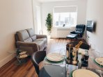 42 Adelaide Square, Luxury 2 bed Apartment Suite in the City