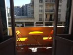 CAMERA Balcone con piccolo tavolino  ROOM Balcony with small table