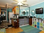 Tropical Delight With Tons of Storage, Extra Cold AC, Free WIFI, 2HDTVS, iPod Hookup, and Granite!