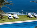 The dynamic sea view can be also enjoyed from the pool area