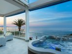 Hot tub for 5 people and sea view from the veranda