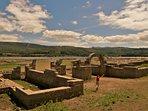 Aquis Querquennis foi um acampamento romano situado na paróquia de Os Baños no concelho de Bande.