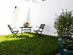 private garden - fully automated water system, garden maintenance included