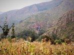 Cultivos de maíz y cataratas en el valle sagrado