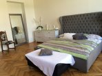Master suite 1 bed 180 x 200