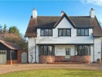 Beautiful huge English country home 40 mins direct train from London