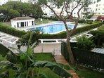 Urbanización con dos piscinas y chiringuito