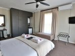 Deluxe Room 1 - Spacious room, stunning view of Table Mountain
