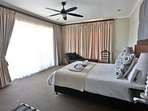 Deluxe Room 2 - Spacious room, balcony,Table Mountain views,en-suite with shower and Victorian tub.