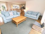 Croyde Holiday Cottages Pebbles Lounge Area