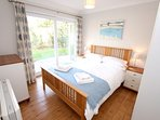 Croyde Holiday Cottages Nuthurst Blue Room