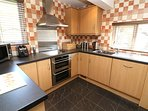 Hills View Croyde Holiday Cottages Kitchen Units
