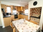 Hills View Croyde Holiday Cottages Kitchen Table