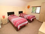 Hills View Croyde Holiday Cottages Twin Room