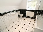 Hills View Croyde Holiday Cottages Bathroom