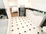 Hills View Croyde Holiday Cottages En Suite Bathroom