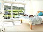 Croyde Holiday Cottages 3 Point View Master Room