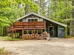 Cozy 2 BR chalet at the base of Cathedral Ledge. Walk to Echo Lake! Wifi