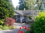Cap Cod style, newly renovated, Whistleresque suite & beautifully landscaped private backyard