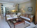 Lounge Settee