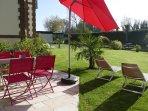 Gîte 3pers. de charme avec terrasse ,plein sud et reposant, donnant sur parc Bucolique & rivière.