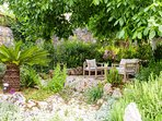 Lovely sitting area in the garden!