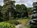 Le jardin en descendant vers le gite