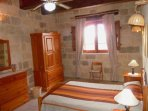 GUNO holiday house double bedroom with en suite shower room