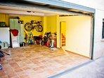 Garaje 2 Vehiculos Puerta de acceso automática Acceso directo a Planta Baja Vivienda