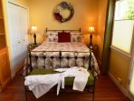 Arcata Stay's Forest View Stay studio vacation rental queen bed
