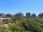 La place Louis-Marie Cordonnier avec ses jolies villas et ses terrains de pétanque juste à côté.