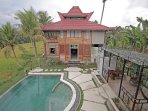 Rumah shoji with shared pool