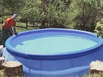 Piscine d'été (diamètre 4m, hauteur d'eau 60-70cm), pour les enfants ou le farniente au soleil .