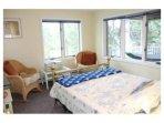 1st floor queen size bedroom