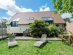 Coach House, Sutton Courtenay, close to river and Abingdon & Oxford, sleeps 8-10