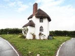 THE ROUND HOUSE, quirky, romantic, listed, sleeps two, Stanton Drew, Ref 952571