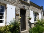 Oak Cottage with beautiful pierre apparente southerly facade