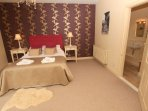 The Lindens Croyde Holiday Cottages Master Bedroom & Ensuite