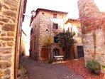 La Torre di Nella è situata a Pieve a Presciano piccolo  Borgo medievale!!!!