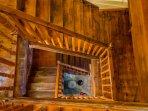 Vista cenital de la bonita escalera rustica