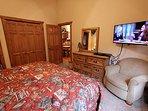 Bedroom,Indoors,Room,Screen,Furniture