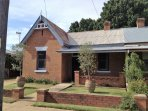 Victorian cottage, an easy stroll to cafes, restaurants, shops & on the door step of cellar doors.