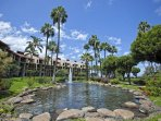 Kamaole Sands water fountain and palm trees