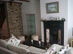 Charming 3BR Victorian Cottage in the historic town of Colnbrook, Berkshire