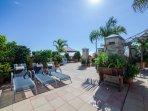 Fantástica terraza, con vistas al Atlántico. Enfrente Tenerife y La Gomera