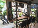 bar de jardin equipé d une barre de son