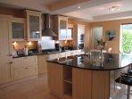 Grande cucina di design moderno.