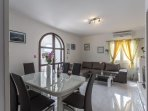 H(8+1): dining room