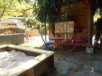 Spielplatz mit Sandkiste, Barbiehaus, Schaukel, Rutsche